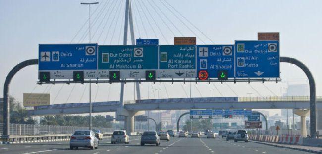 Дорожные указатели в ОАЭ