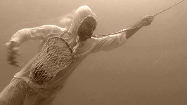 Ныряльщик за жемчугом в ОАЭ в защитном костюме