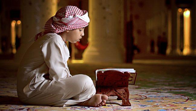 Арабский мальчик за чтением Корана