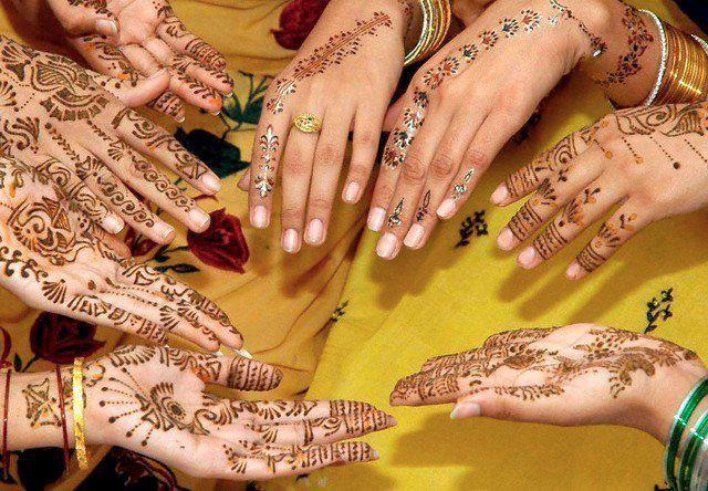В ОАЭ роспись хной делают повсеместно на праздники