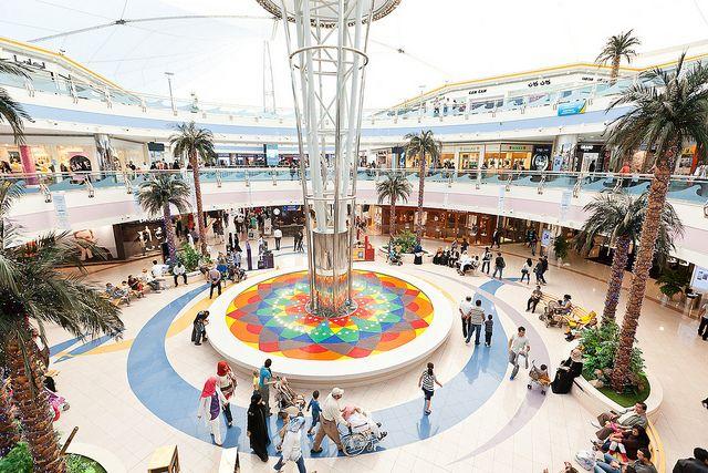 Фонтан в Marina Mall Абу-Даби